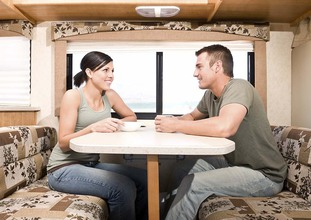 Couple_In_RV